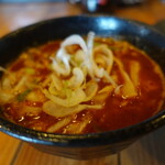 つけ麺本丸 - 辛つけ麺(880円)つけ汁アップ