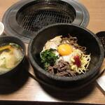 網焼レストラン 見蘭 - 石焼ユッケビビンパ 1078円 (2020.7)