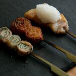 炭火串焼き. 純 - 豚三昧(豚バラおおろしのせ、キムチ巻、しそ巻)