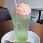三日月カフェ - ドリンク写真:クリームソーダ、グリーンアップル