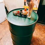 立飲み居酒屋ドラム缶 - ドラム缶型テーブル