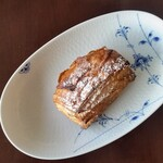 パン・ナガタ - 料理写真:レモンデニッシュ。サクサクのパイ生地にレモンの酸味が爽やかです。