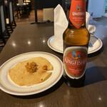 SALMA Tikka & Biryani - キングフィッシャービールとパパドです