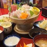 大漁活魚・ほうらい茶屋 - 料理写真:刺身・天ぷら御膳の全景