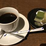 月の蔵人 - ドリンク&デザート(ホット珈琲 抹茶とほうじ茶のムース パインゼリー)