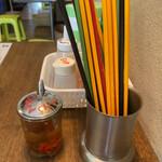 ビンヤン - 料理写真:箸の色もなんか東南アジアっぽい。