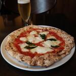 ピッツェリア サン グスト - マルゲリータ&生ビール。最強コンビ。