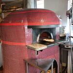 Pizzeria San Gusto - 1階入ってすぐ目の前にある薪窯。