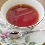 パーラー&喫茶 BC - ホットケーキセット(1050円) の紅茶