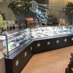 バニラの実 - 店内のケーキコーナー