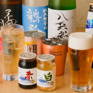 選りすぐった月替わりの日本酒など、お酒の品揃えも充実!