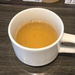 油そば専門店 春日亭 - サービスの食前スープ