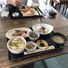 Anshinshokudoushiosai - 料理写真:あさり炊き込みご飯、イサキ照焼き、刺身、1100円