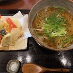 そば処 麓 - ⚫︎天ぷらそば(温) お葱がたくさんで美味しそう♡