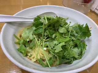 栄児 家庭料理 サンシャインシティ店 - パクチーあり汁なし坦々麺 辛さは3つめの痺れ それほど辛くはなかったです。