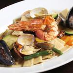 貝類と野菜のソース シャラティエッリ