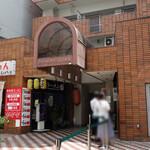 クボカリー - クボカリーの大名店は『らーめん しはら』と同じ建物に入ってます。
