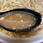 134302462 - スープは濃い目で背脂が浮いてきます