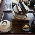 三好屋 - 料理写真:釜飯は調理時間がかかるためか、注文してから20分ほどで完成!