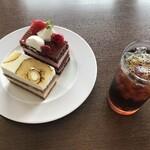 134318611 - ケーキセット ケーキ2個とドリンク1杯 1300円(税込)
