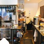 塩生姜らー麺専門店 MANNISH - 内観写真: