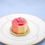 アツシハタエ - 料理写真:バニーユ・フレーズ(864円)