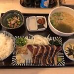 土佐かつお丸 - 料理写真:たたき定食と半うどん