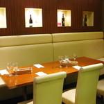 アマルフィイ・モデルナ - 半個室のテーブル席