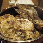 かき小屋 - お通しの牡蠣(これで1人前、すげ~っ!)