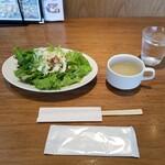 シュリンプ&オイスターハウス - ランチ・サラダ&スープ。