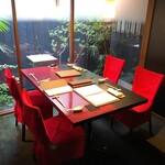 Aka - 中と和の融合した素敵な空間 テーブル席