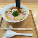 134377423 - ワンタン入り醤油チャーシュー麺