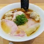 134377425 - ワンタン入り醤油チャーシュー麺