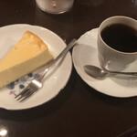 カフェ・トロワバグ - チーズケーキとトロワブレンドで1,100円