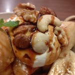星乃珈琲店 - 3種のナッツ & ホイップクリーム