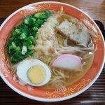 初雪食堂 - 料理写真:天ぷら中華そば 700円