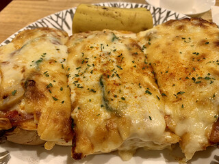 珈琲館 紅鹿舎 - チーズたっぷりのピザパンw(^。^