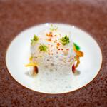 レストラン アロム - オマール海老  オクラ、 ズッキーニ、 コリンキー、 フェンネルの泡、 フェンネルの花、 ピメンデエスペレット
