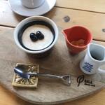 奈良食堂 - 里山プリンは葛入りです。 きな粉と黒蜜かけて頂きます。おいしかった♪