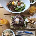 奈良食堂 - 上から〜♪ サラダはおかわりできます。