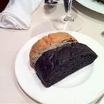 13440755 - ゴマのパン、いかすみのパン