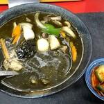 龍昇園 - 料理写真:黒カレーラーメン