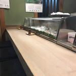 やよい寿司 - 美しい 杉のカウンター