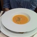 13441333 - サフラン風味のクラムチャウダースープ アサリ入り