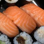 ん寿司 - サーモンはテッパンですね♫
