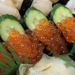 ん寿司 - 「いくら」もたっぷり〜♫