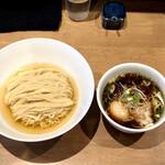 らぁ麺や 嶋 - 料理写真:鰹昆布水つけ麺 醤油・1,000円+特製200円