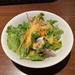 オステリア ハミングバード - サラダです