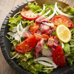 お肉と私の酒場 ハセガワ - 日替わり海鮮サラダ