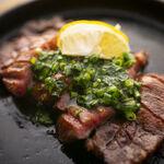 お肉と私の酒場 ハセガワ - 厚切り牛たんステーキ
